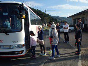 開催日はみんなが乗れるよう大きめのバスが運行 行動することで協力も得られる!